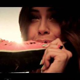 DEMY, la famosa cantante Greca, indossa DUEPUNTI nel suo nuovo video